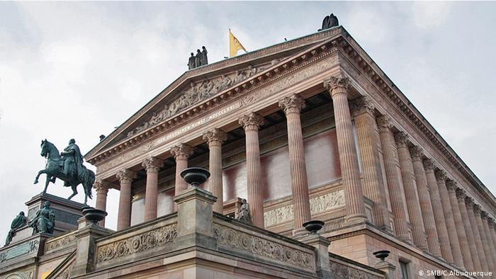 Старая национальная галерея на Музейном острове в Берлине