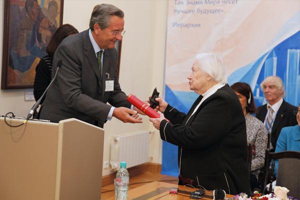 Награждение Л.В.Шапошниковой