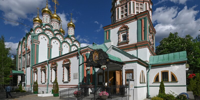 Самая высокая шатровая колокольня и изразцы на фасаде: чем еще ценна церковь Николы в Хамовниках