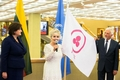 Литве вручено Знамя Мира