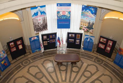 Общий вид выставки в Зале Славы законодательного собрания Буэнос-Айреса