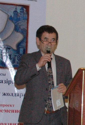 Б.С. Какабаев приветствует участников круглого стола