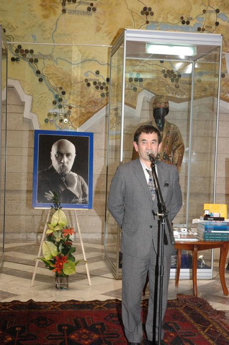 Выступает  первый заместитель директора Центрального Государственного музея РК Бейбиткали Смагулович Какабаев