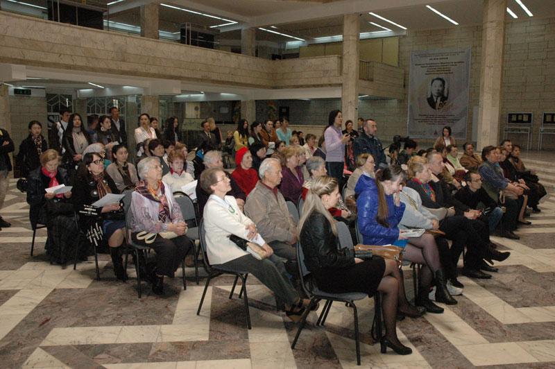 На открытии международного выставочного проекта «Пакт Рериха. История и современность» в Алматы