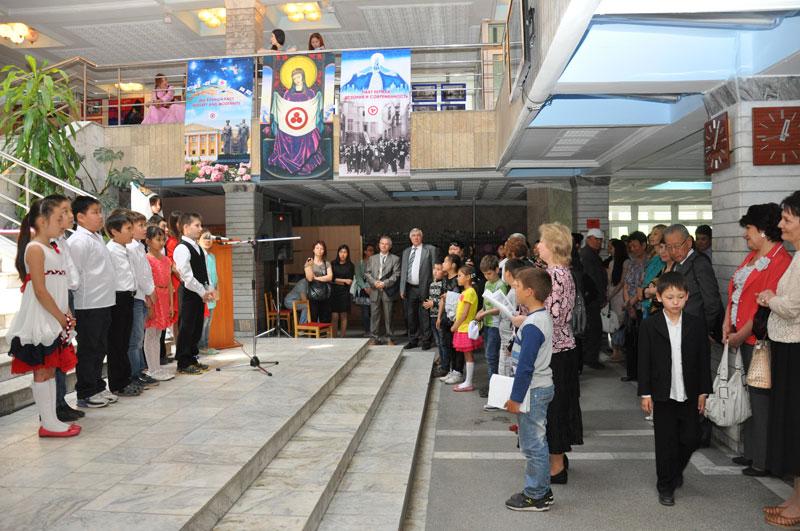 Поэтическое выступление учащихся учебно-воспитательного комплекса «Ак-Бала»
