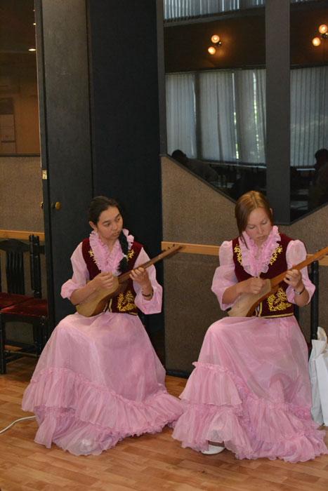 Музыкальное приветствие студентов Кыргызского Государственного музыкального училища имени М.Куренкеева