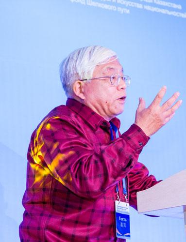 Профессор Пекинского университетата Ван Дун