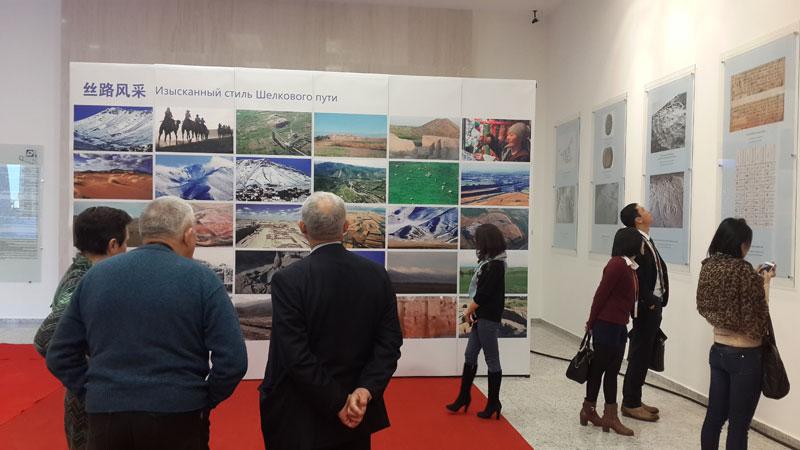 На открытии выставки Искусство Шелкового пути