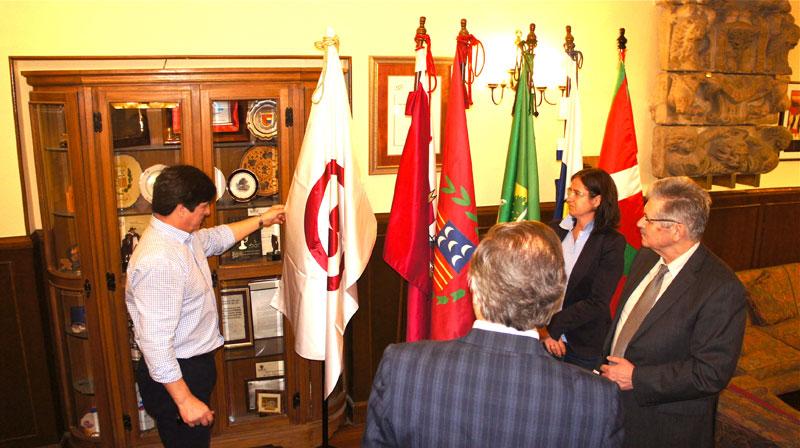 Знамя Мира  в Зале Славы администрации города Герника