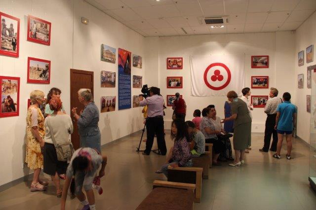 На открытии выставки по Пакту Рериха в Горно-Алтайске
