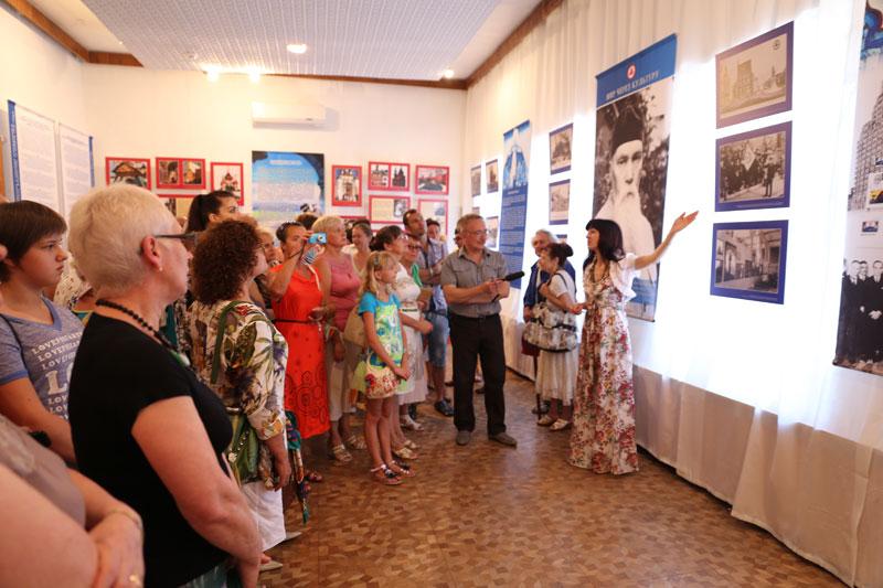 Первая экскурсия по выставке