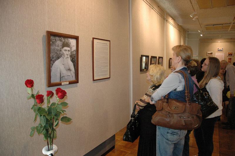 На выставке картин Н.К. Рериха в Мурманском областном художественном музее