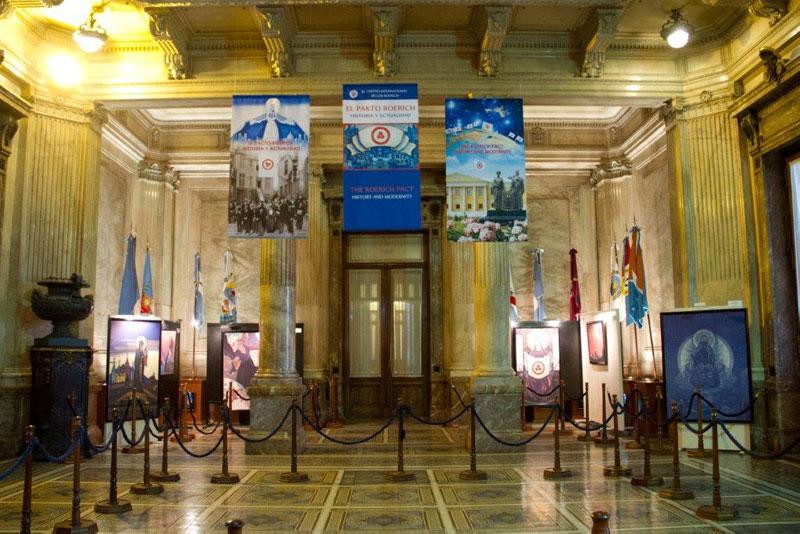 Экспозиция в зале верхней палаты Национального конгресса Аргентины