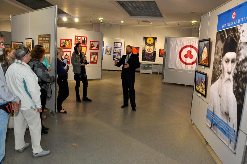 Экскурсия по выставке.jpg