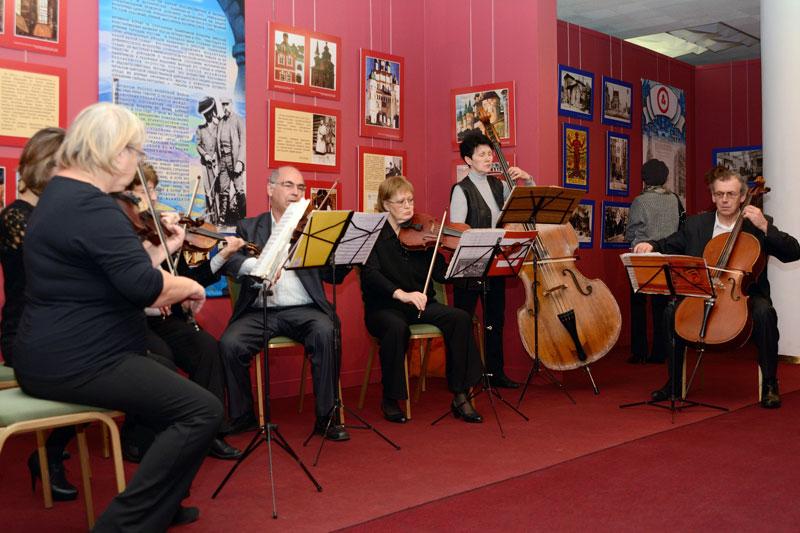 Играет камерный оркестр Ульяновского Дома музыки