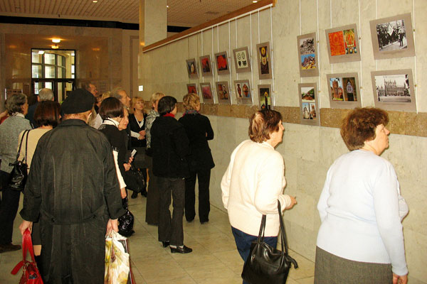 На открытии выставки 75 лет Пакта Рериха
