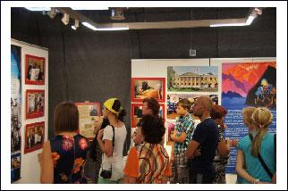 Посетители на  открытии выставки