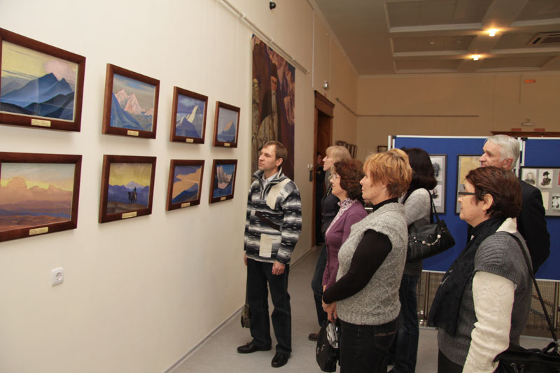 Передвижная выставка картин Н.К.Рериха и С.Н.Рериха в Сызрани
