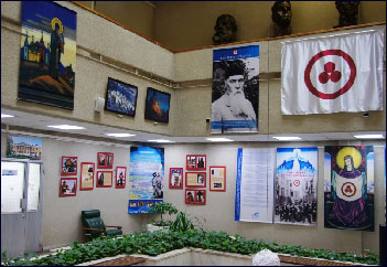 В выставочном зале библиотеки Автограда