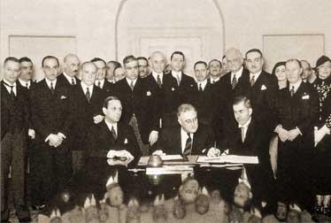 Церемония подписания Пакта Рериха в Белом Доме. Вашингтон (США). 15 апреля 1935 г.