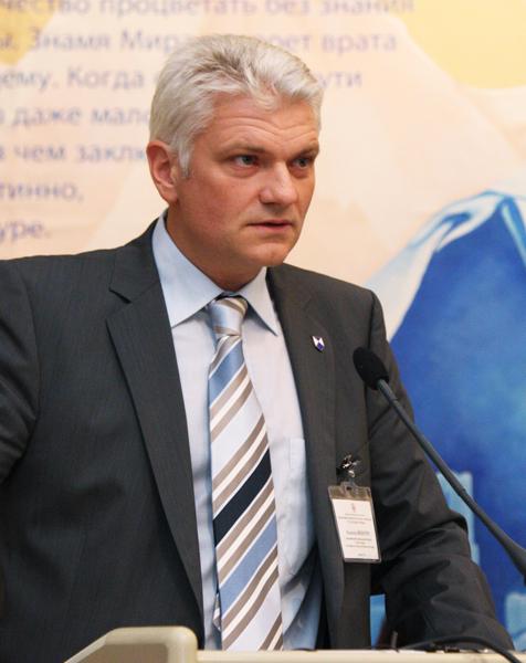 Выступает член австрийского Национального комитета Голубого щита Хольгер Айхбергер