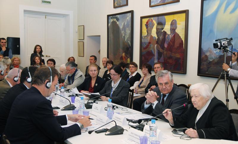 Круглый стол ведёт Л.В.Шапошникова