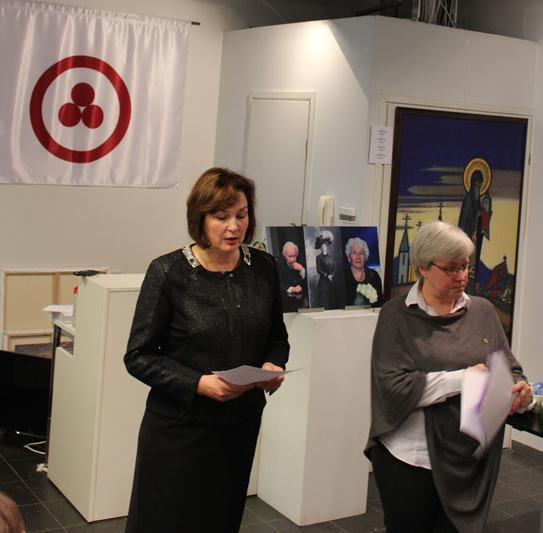 Елена Александрова - председатель Эстонского Общество Рериха (слева)