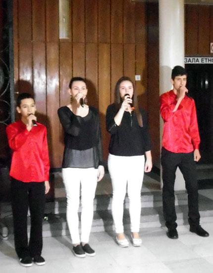 Выступление музыкального состава при Детском хоре «Орфей» Молодежного центра Хасково
